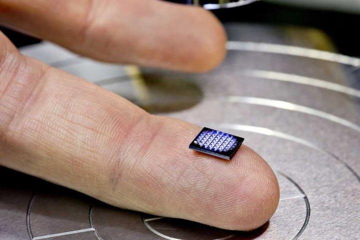 ¿Tan pequeña? La nueva computadora de IBM es del tamaño de un grano de sal